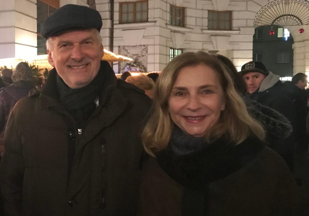 Punschtrinken für den guten Zweck: Justizminister Josef Moser mit Natascha Smertnig